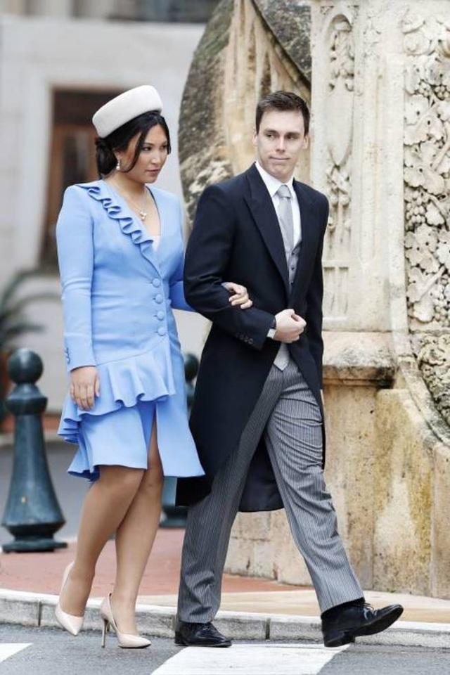 Nàng dâu hoàng gia gốc Việt lần đầu xuất hiện cùng gia đình nhà chồng Monaco: Ăn mặc gợi cảm nhưng có phần lạc lõng - Ảnh 3.