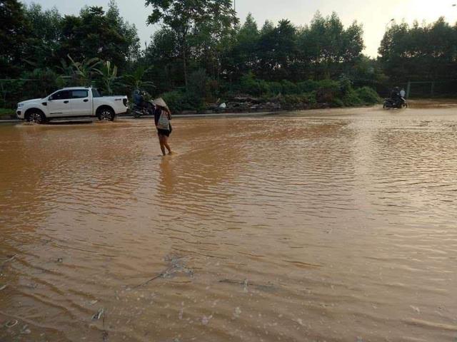 Đường ống nước sạch sông Đà lại vỡ, Viwasupco ngừng cấp nước tối nay  - Ảnh 3.