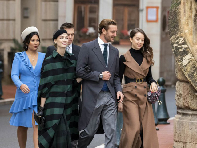 Nàng dâu hoàng gia gốc Việt lần đầu xuất hiện cùng gia đình nhà chồng Monaco: Ăn mặc gợi cảm nhưng có phần lạc lõng - Ảnh 5.