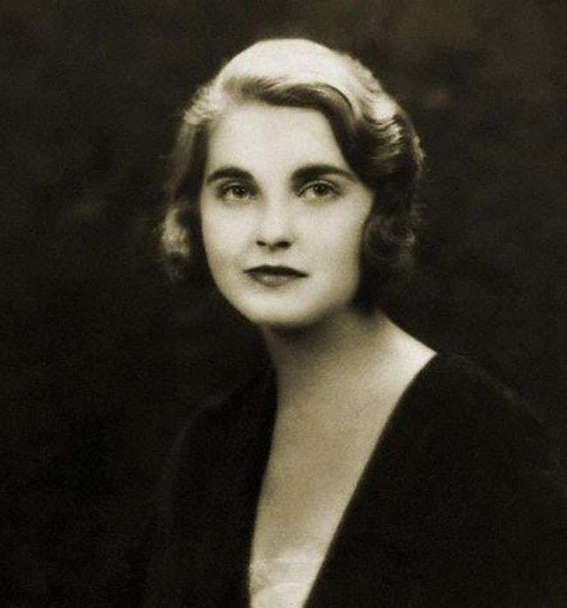 Đời buồn của nữ thừa kế xinh đẹp: Chưa từng được yêu thương, trải qua 7 cuộc hôn nhân cuối cùng chết trong cô độc, nghèo khó - Ảnh 1.