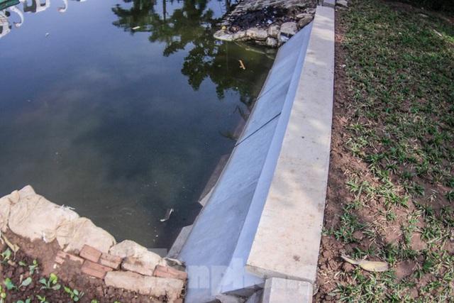Cận cảnh bờ kè bằng khối bê tông đúc sẵn thí điểm cho Hồ Gươm - Ảnh 2.
