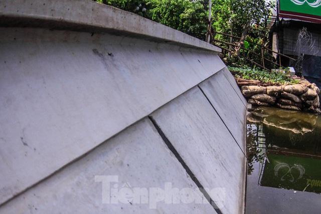 Cận cảnh bờ kè bằng khối bê tông đúc sẵn thí điểm cho Hồ Gươm - Ảnh 6.