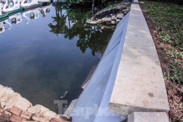 Cận cảnh bờ kè bằng khối bê tông đúc sẵn thí điểm cho Hồ Gươm - Ảnh 8.
