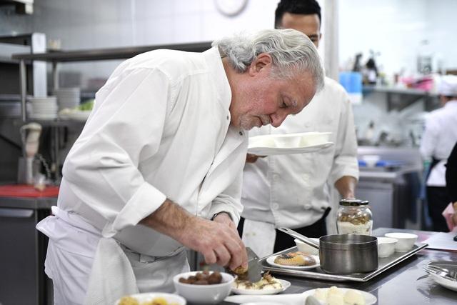 Đầu bếp Michelin nổi tiếng Paris: Danh hiệu Michelin không quan trọng bằng chính những gì chúng ta đem đến cho thực khách - Ảnh 1.