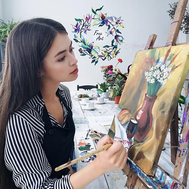 Nhan sắc đỉnh cao của nữ nghị sĩ trẻ nhất quốc hội Belarus: Từng lọt vào top 5 Miss World 2018, đã đẹp lại có thành tích học tập khủng! - Ảnh 3.