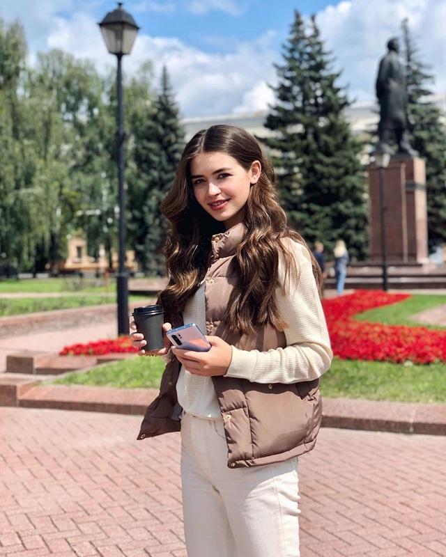 Nhan sắc đỉnh cao của nữ nghị sĩ trẻ nhất quốc hội Belarus: Từng lọt vào top 5 Miss World 2018, đã đẹp lại có thành tích học tập khủng! - Ảnh 8.