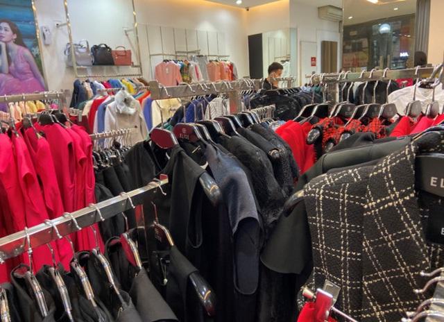 Giảm đến 50%, giá bán quần, áo thương hiệu Việt đắt hơn các thương hiệu bình dân quốc tế Zara, H&M - Ảnh 2.