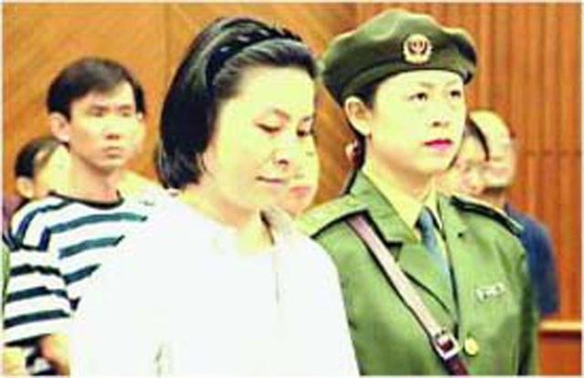 Vợ con chết thảm, người tình tù chung thân, quan bự Trung Quốc lĩnh án tử - Ảnh 1.