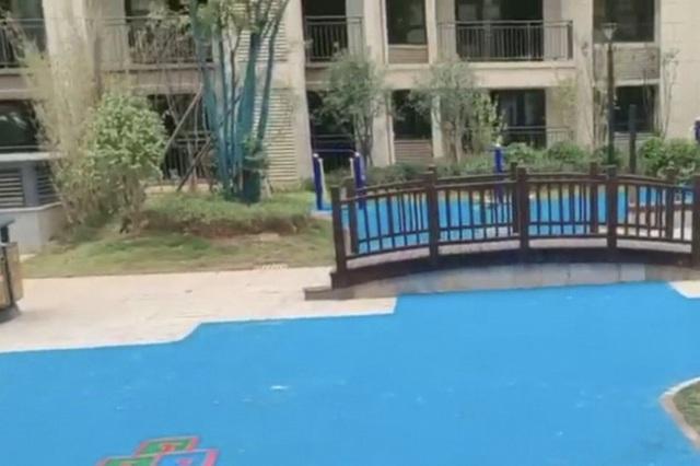 Cú lừa thế kỷ: Đổ tiền mua chung cư cao cấp, được ngay bể bơi bằng nhựa - Ảnh 2.