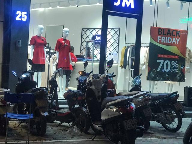 Chưa đến Black Friday, hàng loạt cửa hàng đã treo biển giảm giá cao nhất lên đến 90% - Ảnh 3.