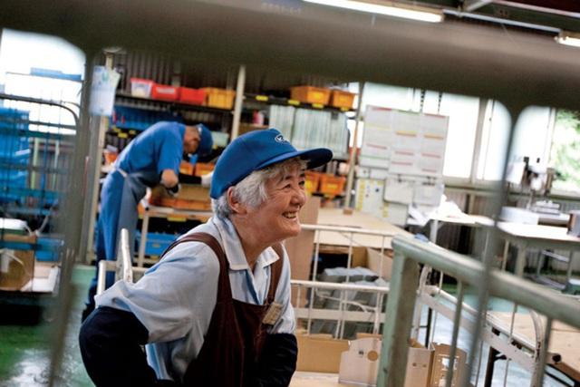 Tuổi nghỉ hưu nam 62, nữ 60 vào năm 2035 là cao hay thấp so với thế giới? - Ảnh 2.