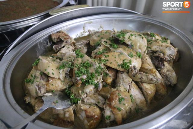 Sau scandal bị bỏ đói, tuyển nữ Việt Nam hạnh phúc với bữa buffet hoành tráng của khách sạn nhưng vẫn xác nhận: Món ngon nhất vẫn là đồ ăn mang từ nhà đi - Ảnh 4.