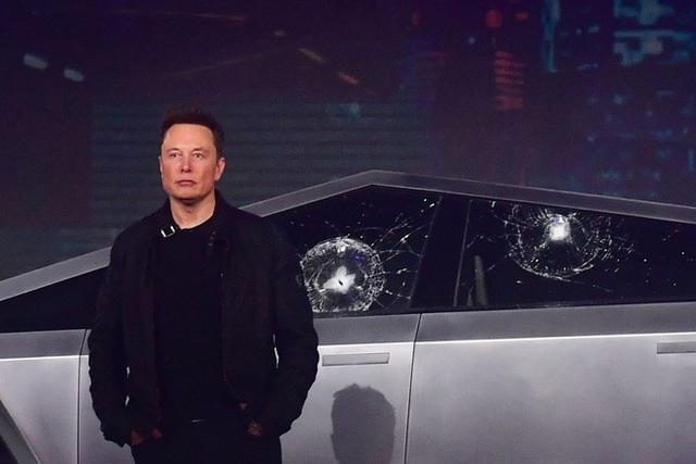 """Elon Musk giải thích vì sao cửa kính của xe Cybertruck bị """"toang"""" ngay trên sân khấu - Ảnh 1."""