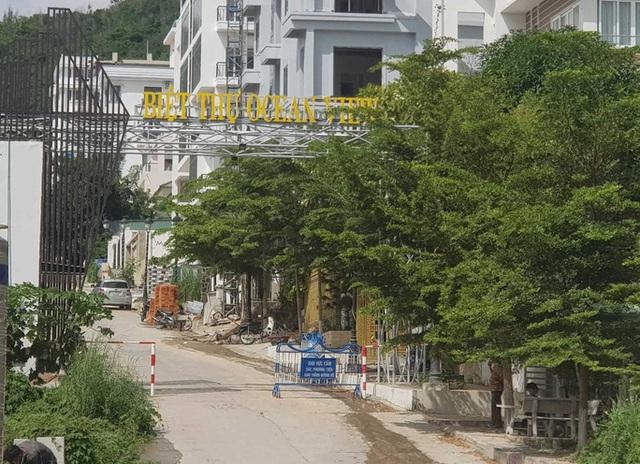 Chính quyền lập chốt chặn thi công sai phạm tại dự án biệt thư Ocean View Nha Trang - Ảnh 1.
