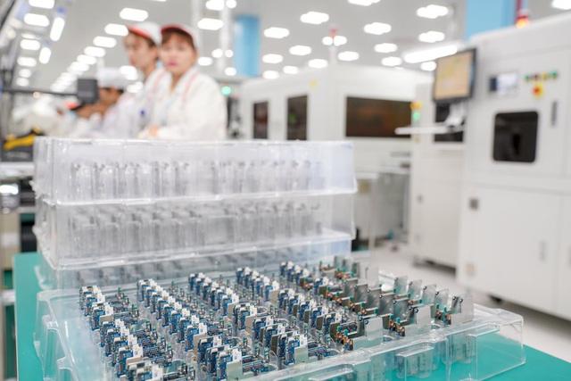 """""""Đột nhập"""" nhà máy, xem quy trình để thấy vì sao tỷ phú Phạm Nhật Vượng có thể sản xuất được 23 triệu smartphone/năm - Ảnh 6."""