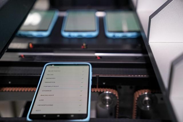 """""""Đột nhập"""" nhà máy, xem quy trình để thấy vì sao tỷ phú Phạm Nhật Vượng có thể sản xuất được 23 triệu smartphone/năm - Ảnh 9."""
