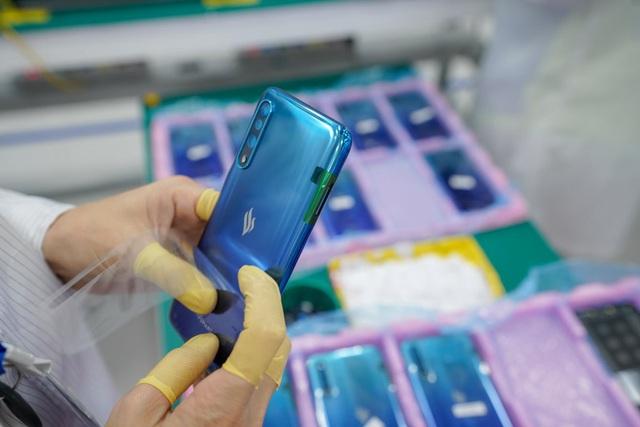 """""""Đột nhập"""" nhà máy, xem quy trình để thấy vì sao tỷ phú Phạm Nhật Vượng có thể sản xuất được 23 triệu smartphone/năm - Ảnh 14."""