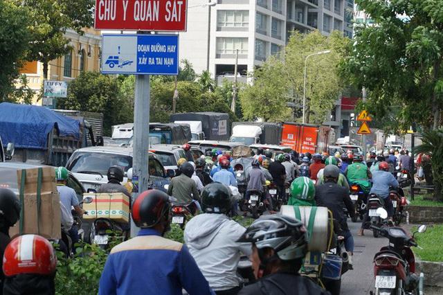 Cấm xe nhiều tuyến đường khu trung tâm TPHCM  - Ảnh 1.