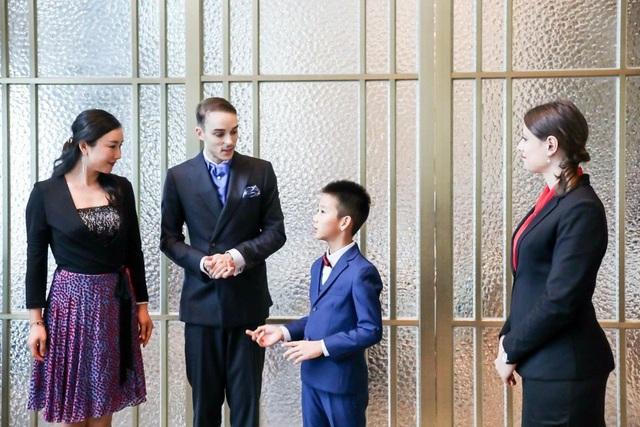 Giấc mơ trở thành quý tộc châu Âu của giới nhà giàu Trung Quốc: Mạnh tay chi cả trăm nghìn USD học ứng xử, ra nước ngoài giao lưu như cơm bữa - Ảnh 2.