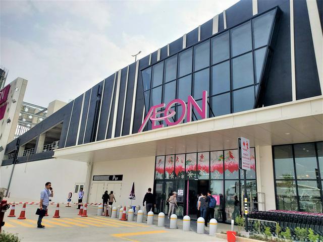 Khách tiu nghỉu vì đến Aeon Mall Hà Đông khai trương nhưng loạt cửa hàng vẫn đóng cửa - Ảnh 1.
