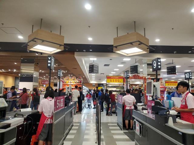 Khách tiu nghỉu vì đến Aeon Mall Hà Đông khai trương nhưng loạt cửa hàng vẫn đóng cửa - Ảnh 11.