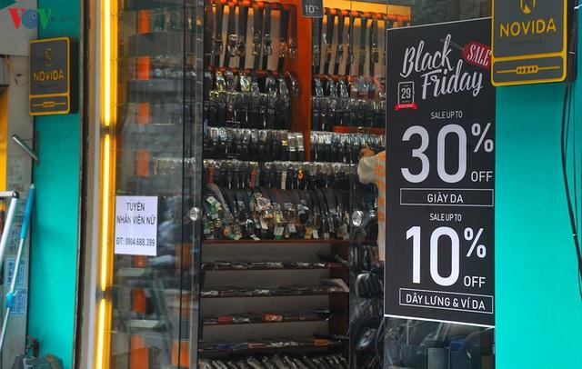 Giáp ngày Black Friday, các cửa hàng vẫn đìu hiu, ế ẩm - Ảnh 12.