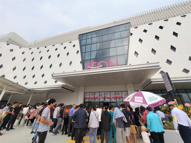 Khách tiu nghỉu vì đến Aeon Mall Hà Đông khai trương nhưng loạt cửa hàng vẫn đóng cửa - Ảnh 13.
