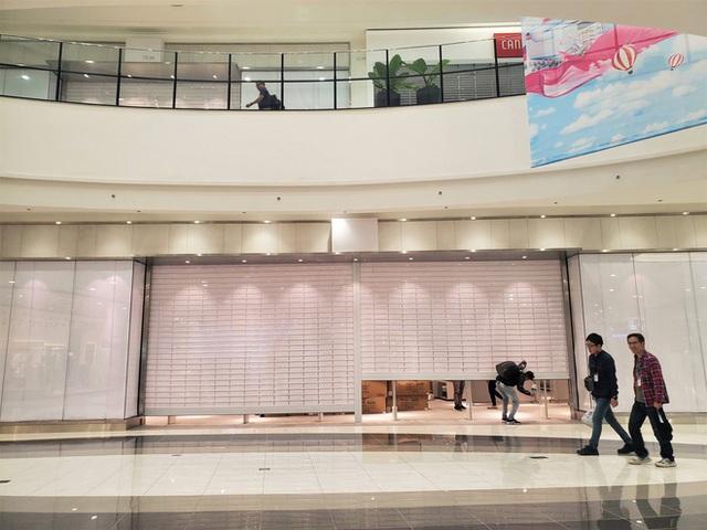 Khách tiu nghỉu vì đến Aeon Mall Hà Đông khai trương nhưng loạt cửa hàng vẫn đóng cửa - Ảnh 3.