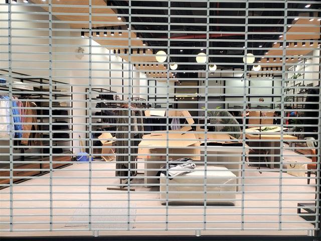 Khách tiu nghỉu vì đến Aeon Mall Hà Đông khai trương nhưng loạt cửa hàng vẫn đóng cửa - Ảnh 5.