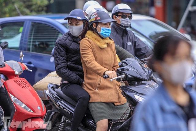 Hà Nội đón không khí lạnh: Đã nghe rét mướt luồn trong gió - Ảnh 6.