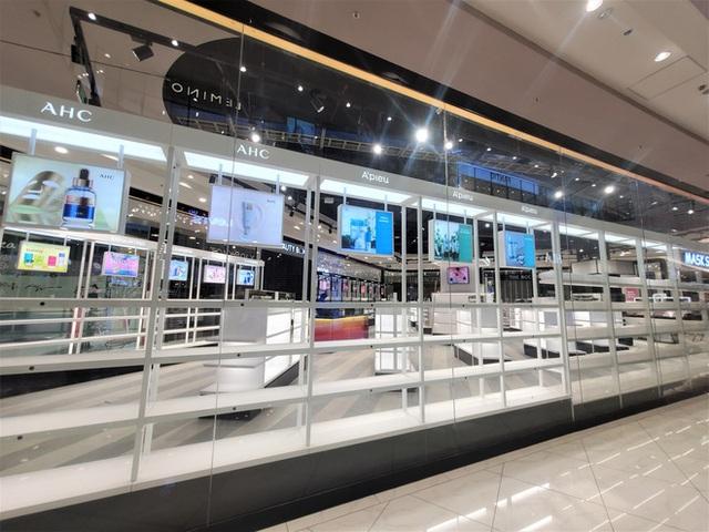 Khách tiu nghỉu vì đến Aeon Mall Hà Đông khai trương nhưng loạt cửa hàng vẫn đóng cửa - Ảnh 7.