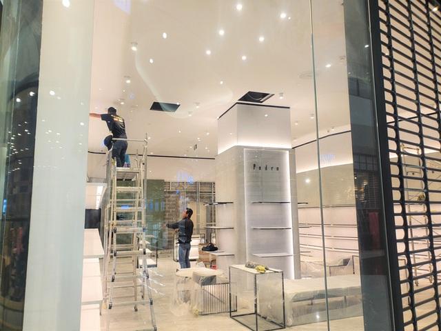 Khách tiu nghỉu vì đến Aeon Mall Hà Đông khai trương nhưng loạt cửa hàng vẫn đóng cửa - Ảnh 8.