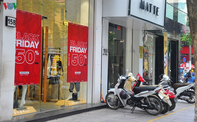 Giáp ngày Black Friday, các cửa hàng vẫn đìu hiu, ế ẩm - Ảnh 9.