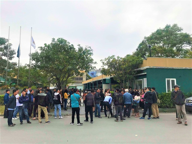 Bị lật kèo, khách hàng Cocobay Đà Nẵng ùn ùn kéo đến trụ sở Thành Đô đòi quyền lợi - Ảnh 9.