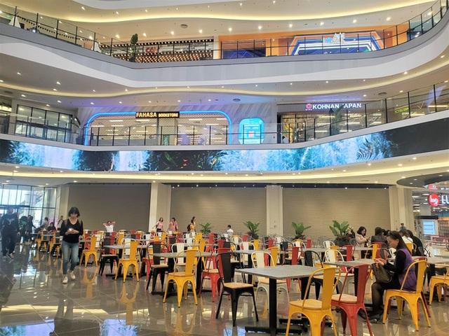 Khách tiu nghỉu vì đến Aeon Mall Hà Đông khai trương nhưng loạt cửa hàng vẫn đóng cửa - Ảnh 10.