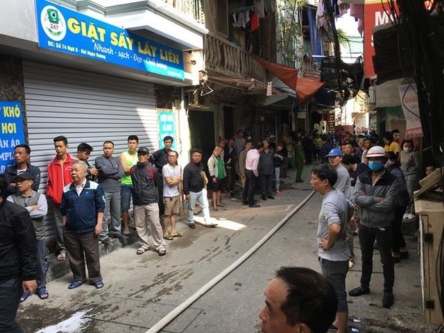 Xe chở gas phát nổ cháy dữ dội lan sang nhà giữa phố Bùi Ngọc Dương - Ảnh 2.