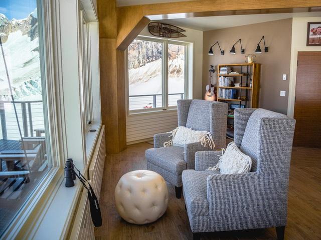 25.000 USD/đêm nghỉ trong nhà gỗ xa xỉ bên vách núi tuyết - Ảnh 14.