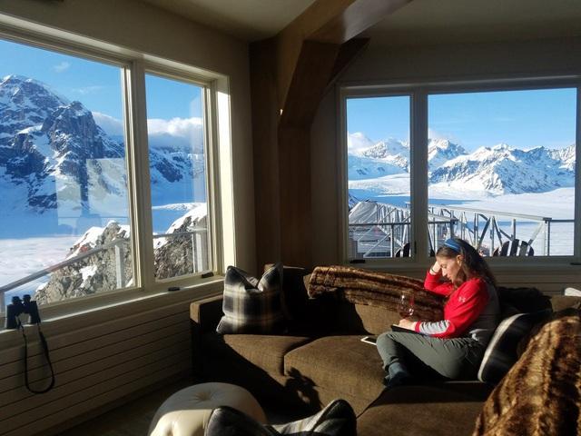 25.000 USD/đêm nghỉ trong nhà gỗ xa xỉ bên vách núi tuyết - Ảnh 18.