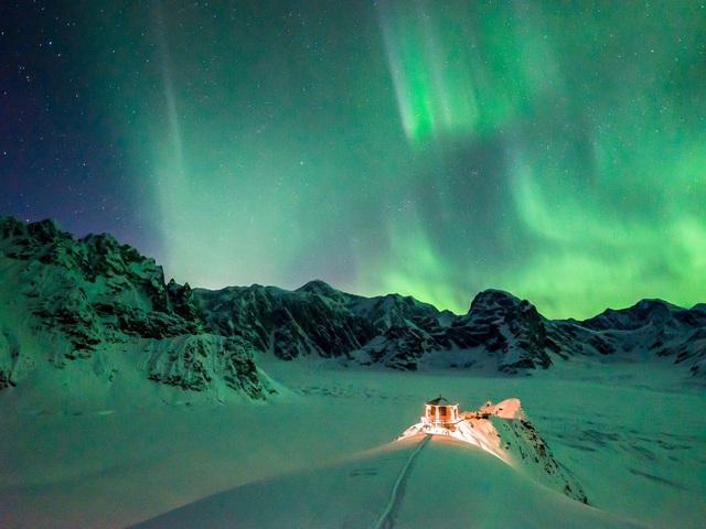 25.000 USD/đêm nghỉ trong nhà gỗ xa xỉ bên vách núi tuyết - Ảnh 20.
