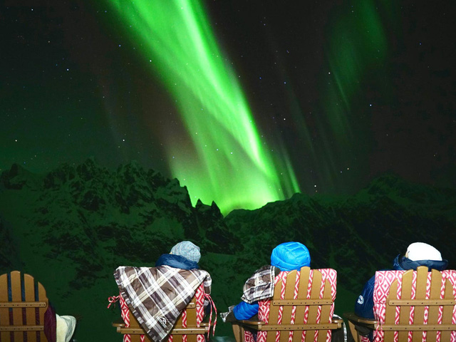 25.000 USD/đêm nghỉ trong nhà gỗ xa xỉ bên vách núi tuyết - Ảnh 21.