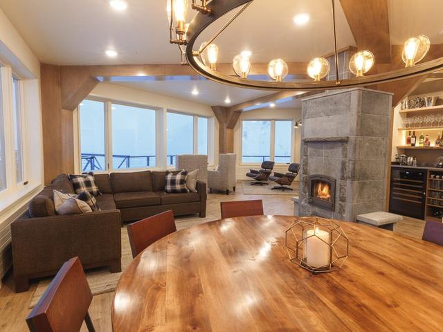 25.000 USD/đêm nghỉ trong nhà gỗ xa xỉ bên vách núi tuyết - Ảnh 10.