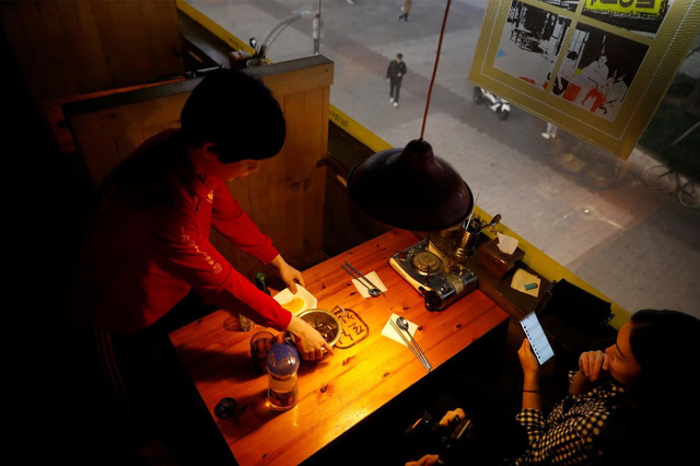 Chùm ảnh: Thảm cảnh của những thanh niên mang kiếp thìa bẩn ở Hàn Quốc - Ảnh 10.