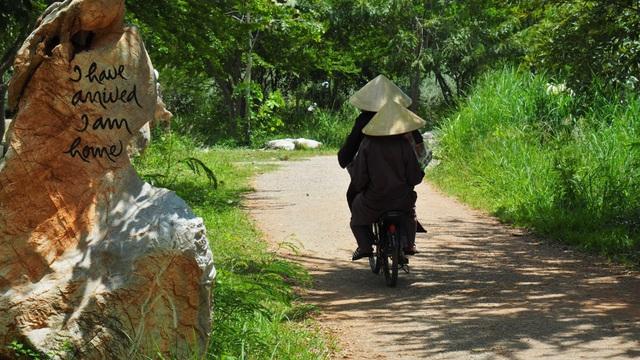 Mất 1 tuần tu tập tại làng Mai của thiền sư Thích Nhất Hạnh, tôi mới ngộ ra chân lý: Hạnh phúc chỉ đến khi biến chánh niệm thành lối sống 24/7 - Ảnh 3.