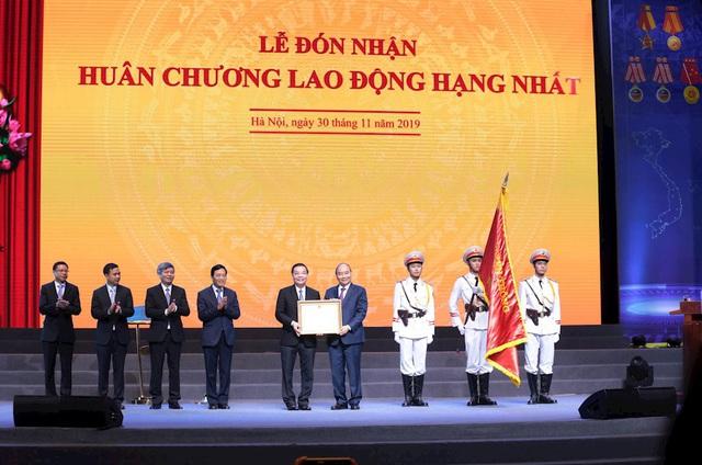 Thủ tướng: Để trở thành quốc gia đổi mới sáng tạo, việc đầu tiên phải làm là đổi mới sáng tạo cách trọng dụng con người - Ảnh 2.