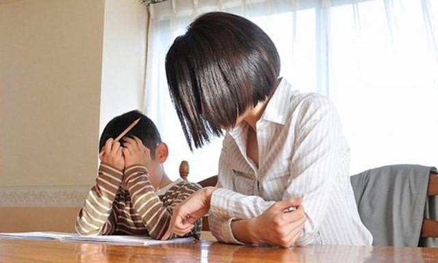 Cuộc đời thần đồng Trung Quốc bị hủy hoại vì sự bao bọc của người mẹ: 17 tuổi đã học thạc sĩ nhưng ăn phải có người đút, đánh răng cũng tận giường - Ảnh 4.