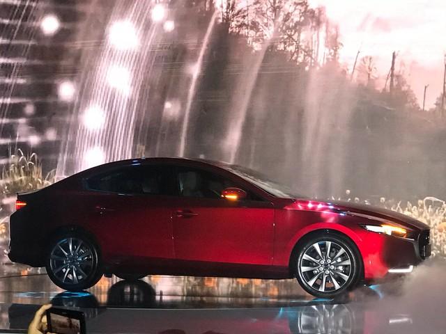 Mazda 3 thế hệ mới chính thức ra mắt giá cao nhất 939 triệu đồng - Ảnh 2.