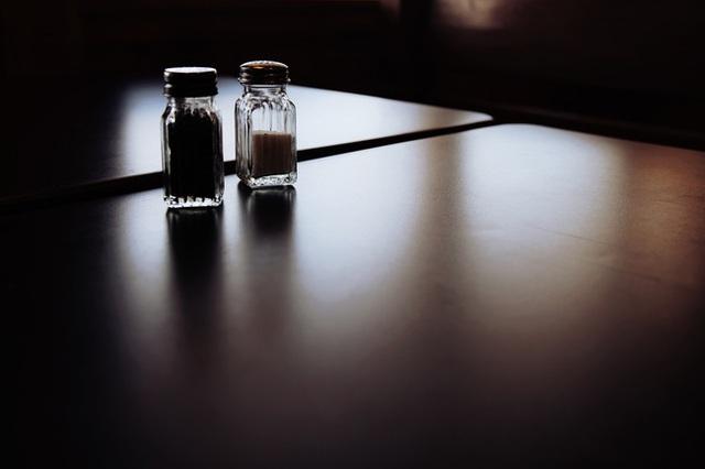Thật khó tin về cách xử lý những vị khách thích ăn cắp lọ muối tiêu trong im lặng của một nhà hàng khiến cả thế giới phải nể phục - Ảnh 2.