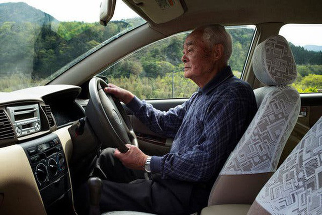 Câu chuyện về những tài xế lão niên của Nhật Bản: 70 tuổi vẫn trên từng cây số, cấm cũng dở mà để yên cũng không xong - Ảnh 6.