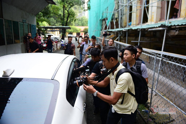 Cựu Viện phó Nguyễn Hữu Linh tiếp tục ra tòa sau khi kêu oan - Ảnh 2.