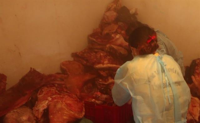 Hơn 1,5 tấn thịt dính tả lợn Châu Phi giấu trong kho lạnh - Ảnh 1.